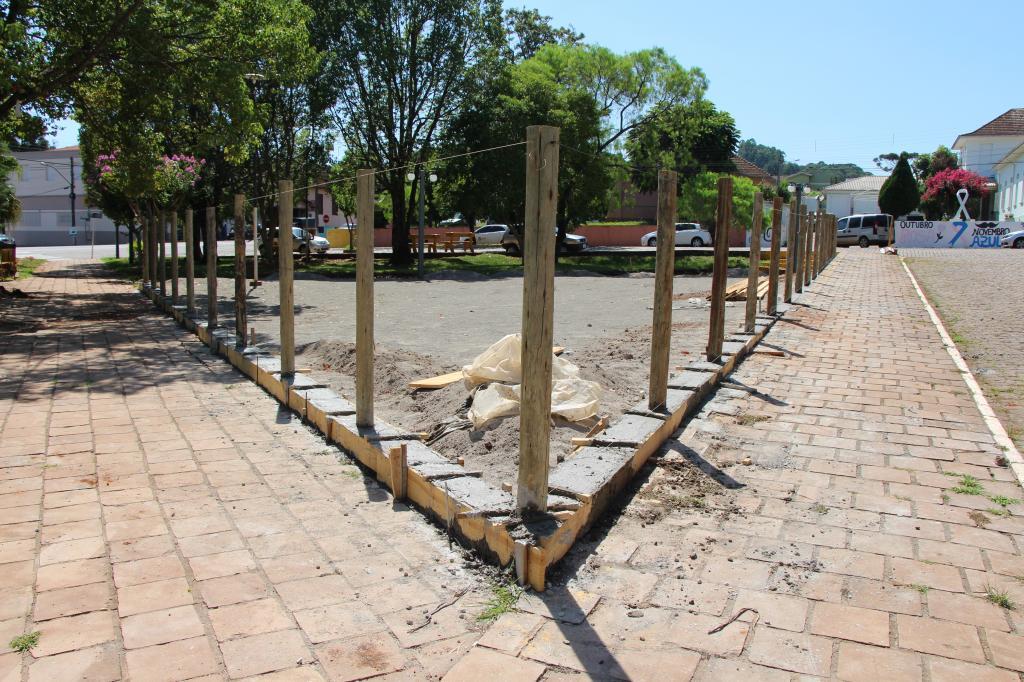 Imagem 1 - Ações para revitalização da Praça Central seguem intensas