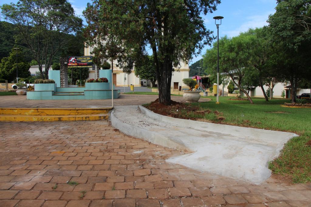 Imagem 3 - Ações para revitalização da Praça Central seguem intensas
