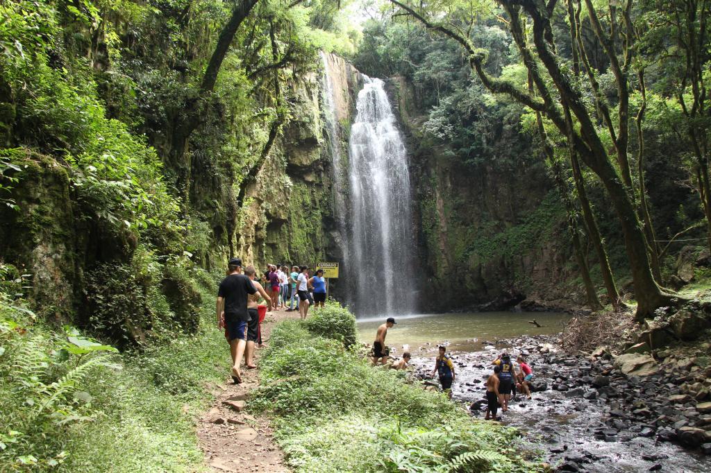 Imagem 1 - Primeiro dia do Uhuuu, tô de férias! promoveu visita à Cascata do Porongo