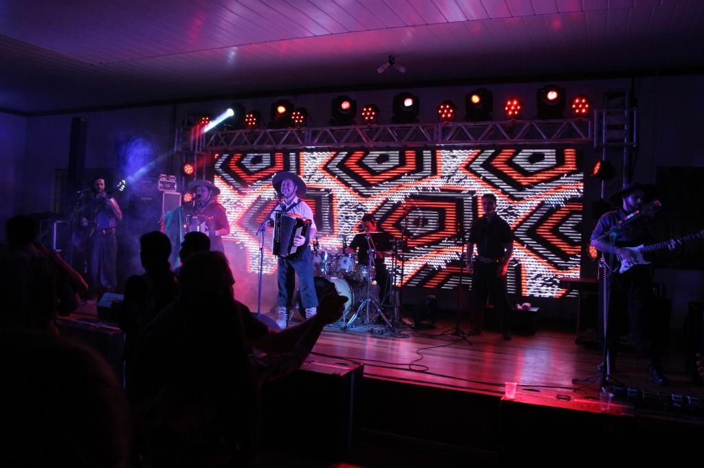 Baile de aniversário de Vila Maria reuniu grande público