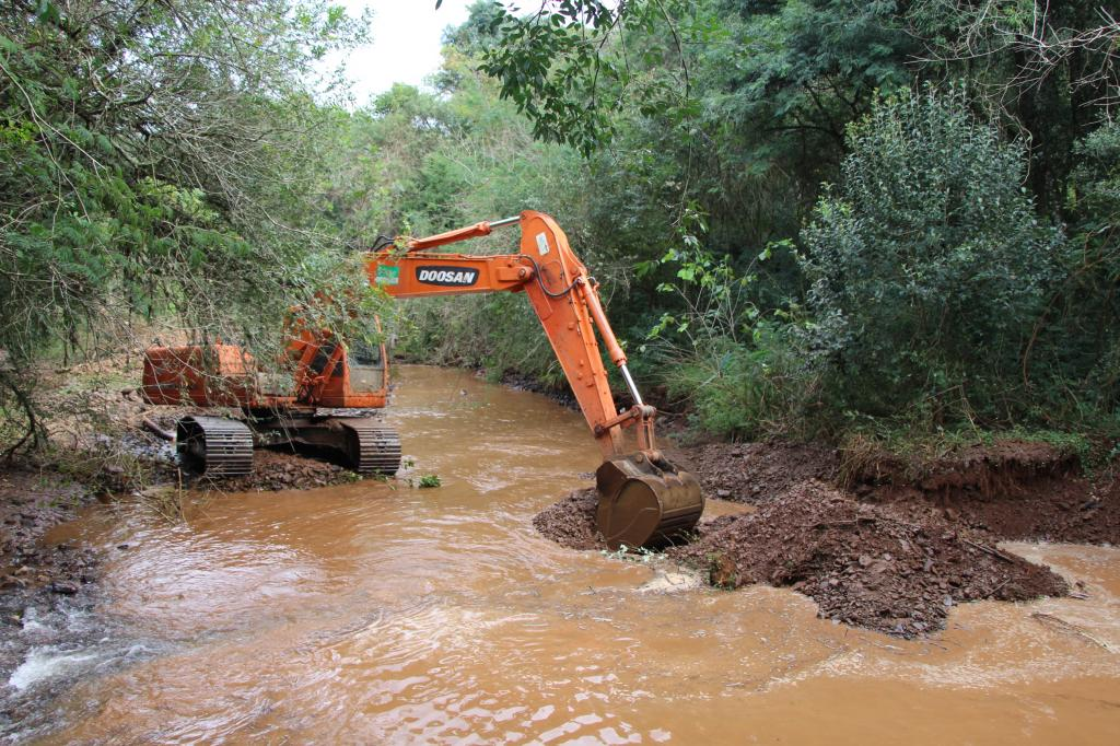Dragagem de rios para prevenção de prejuízos