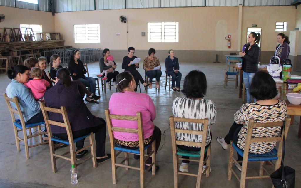Atividade sobre a importância da atividade física é realizada com mulheres da área rural