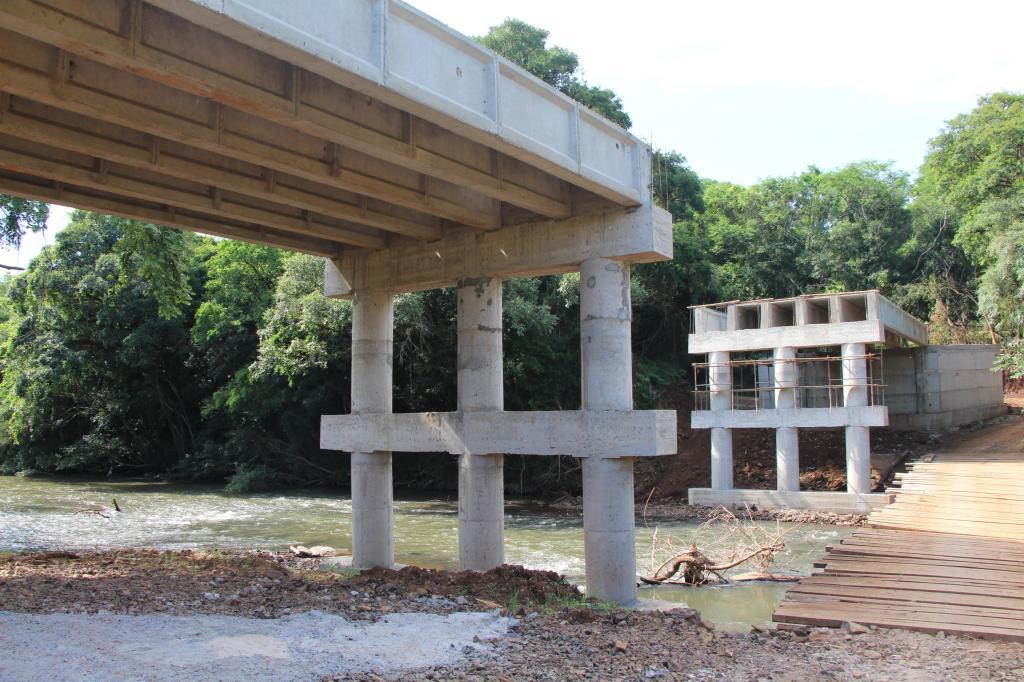 Construção da ponte...