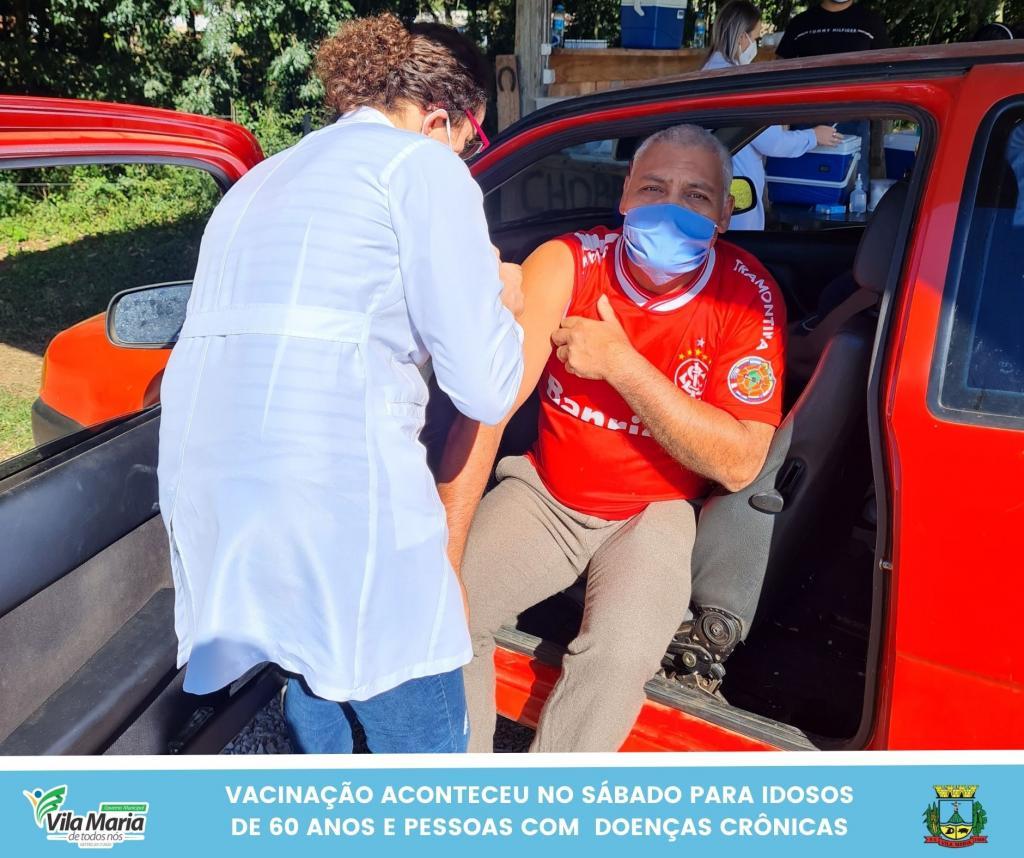 Imagem 3 - SÁBADO TAMBÉM FOI DIA DE VACINAÇÃO CONTRA A COVID-19