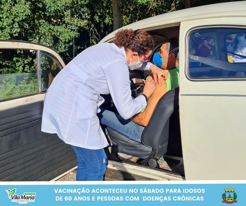Imagem 6 - SÁBADO TAMBÉM FOI DIA DE VACINAÇÃO CONTRA A COVID-19