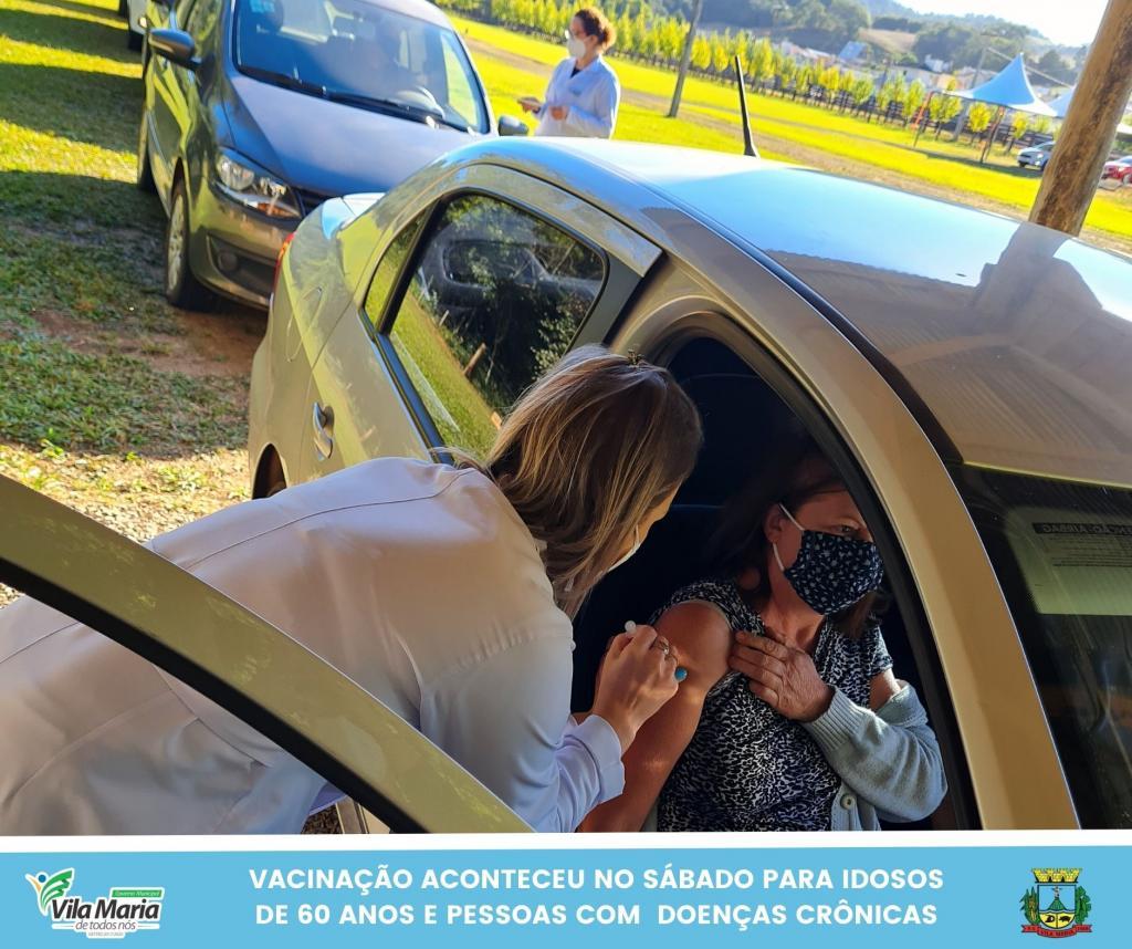 Imagem 5 - SÁBADO TAMBÉM FOI DIA DE VACINAÇÃO CONTRA A COVID-19